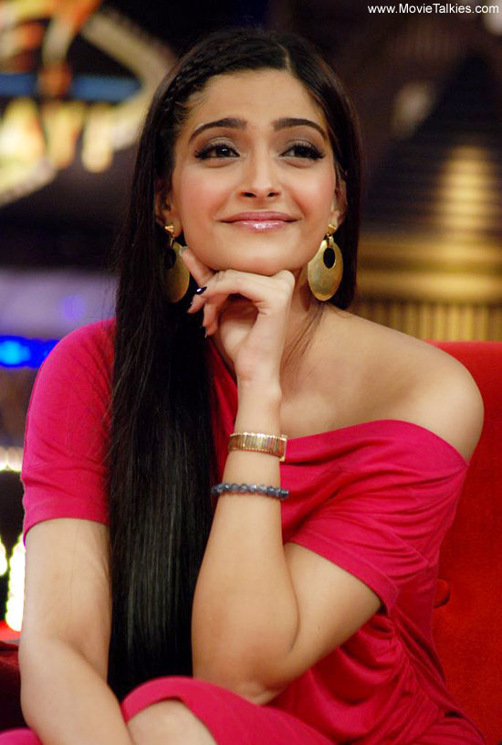 http://thebollywoodaddict.files.wordpress.com/2012/01/sonam-kapoor-06.jpg