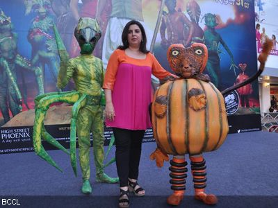 http://photogallery.indiatimes.com/events/mumbai/Farah-promotes-Joker/articleshow/15555009.cms